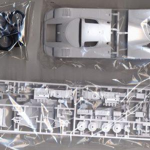 קיט רכב להרכבה מודל מרצדס סאובר C9 מידה 1:24 47 חלקים מכונית נדירה 1988