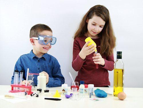 מעבדת ניסויים ביתית בכימיה קיט לילדים ונוער 150 ניסויים – BUKI